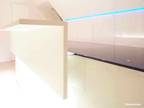 wandverkleidung aus glas perfekt f r den innenausbau. Black Bedroom Furniture Sets. Home Design Ideas