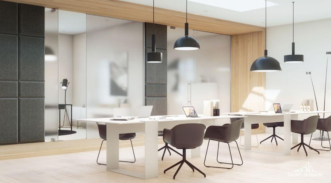 Büroraum mit Glasschiebetüren